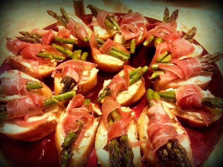bacon-wrapped asparagus on bread