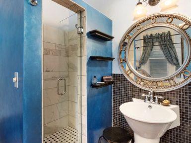 Shower in Blue room