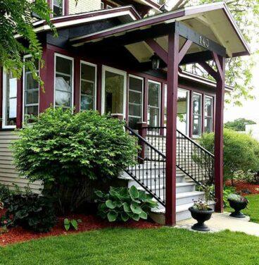 front entry for braywood inn