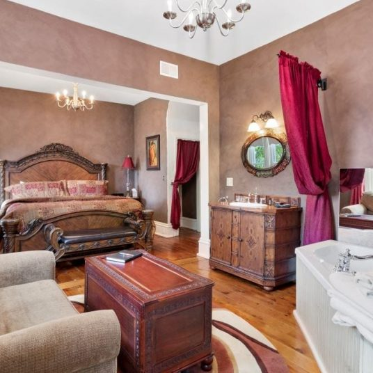Belle bed with chair, chests and bathtub